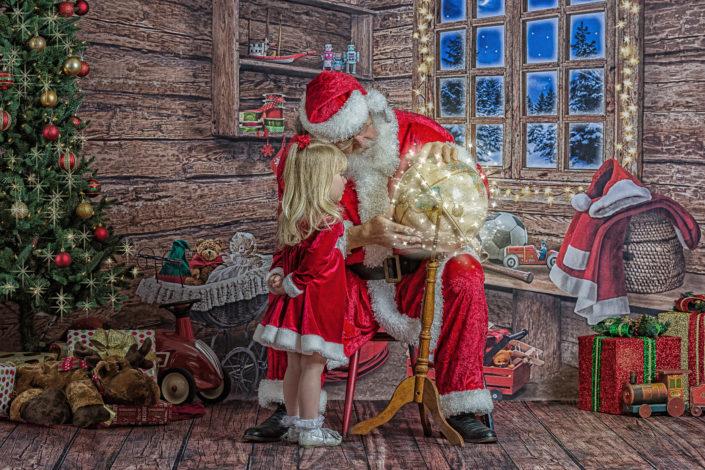 Santa & Girl & Globe, Christmas travel